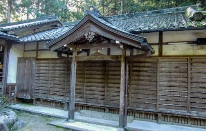 施工前の奈良県 等彌神社 儀式殿